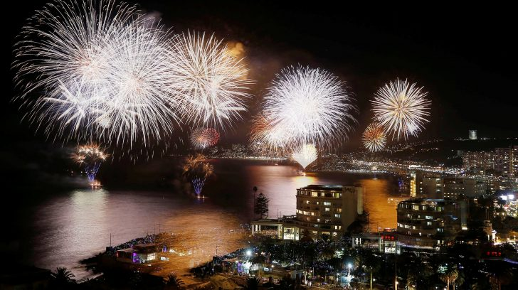 New Year's Eve fireworks explode over the Harbour Bridge and Opera House during the traditional early family fireworks show held before the main midnight event in Sydney on December 31, 2018. (Photo by PETER PARKS / AFP)