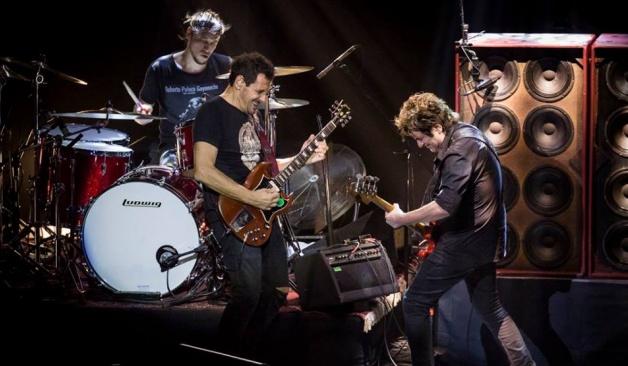 Divididos lanzó en plataformas digitales ocho canciones grabadas en vivo en el Teatro Flores