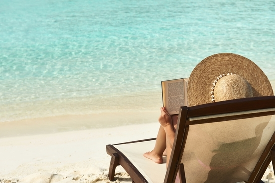leer-en-la-playa-recomendaciones-libros-novelas-literatura-verano1