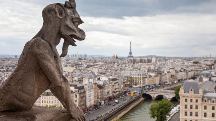 Diablo-vigilando-París-Quimeras-o-Gárgolas-de-Notre-Dame-París-Francia-by-machbel