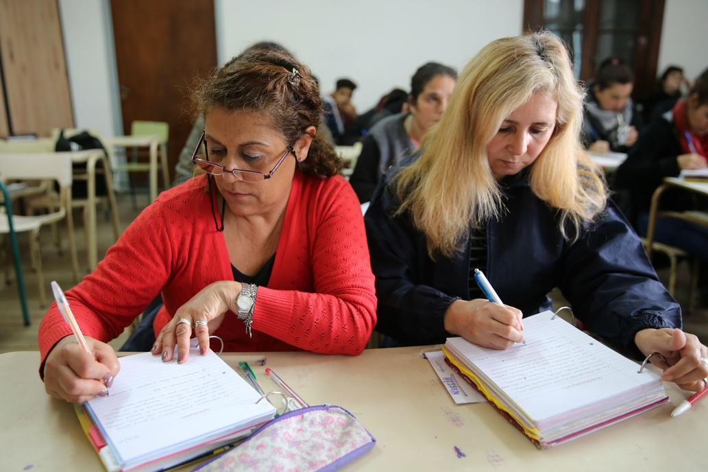 Más de 640 mil adultos buscan terminar sus estudios en la provincia de Buenos Aires