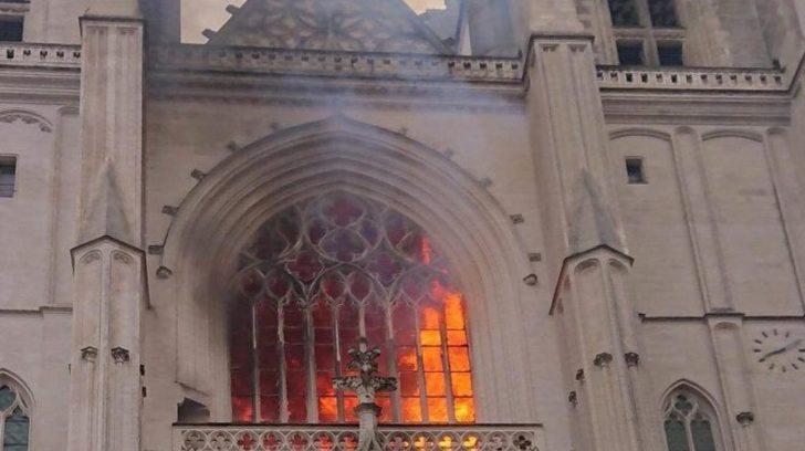 Nantes-incendio-iglesia