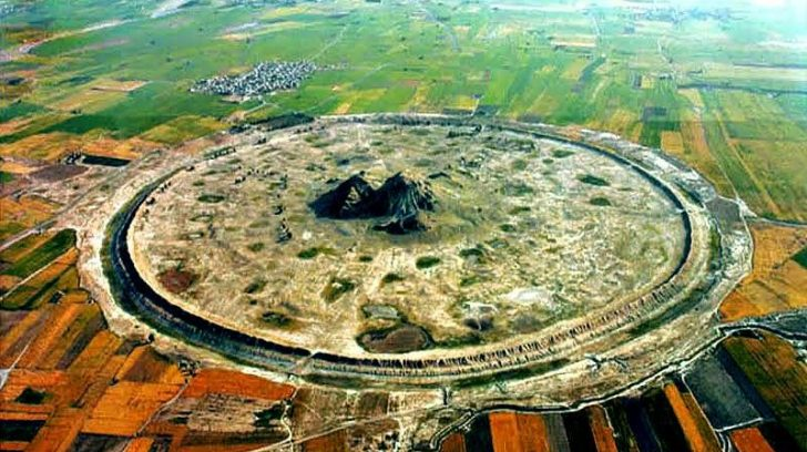 -- A Darabgard Ancient Round Town, (2600 years old)