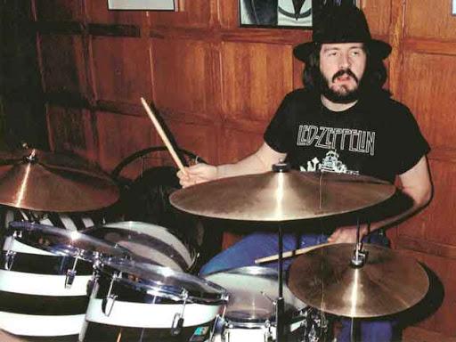Hace 40 años moría John «Bonzo» Bonham, el sanguíneo baterista de Led Zeppelin