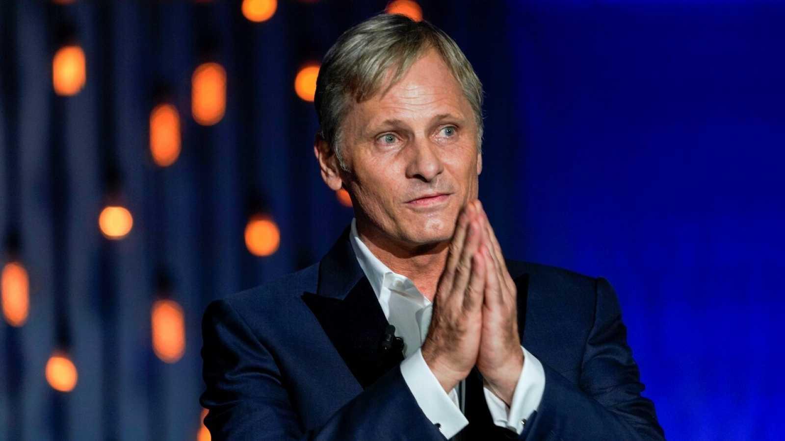 Viggo Mortensen fue reconocido por su trayectoria y se estrena como director en San Sebastián