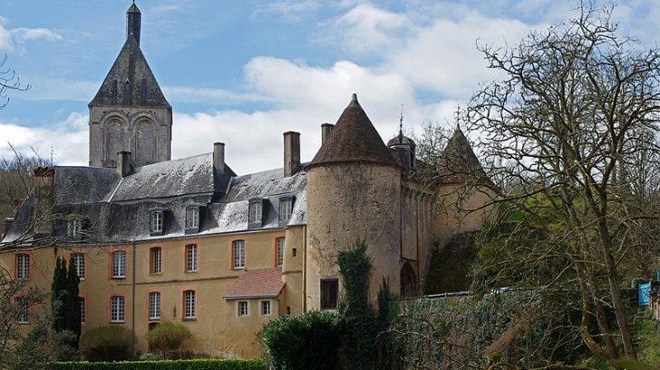197715-gargilesse-dampierre-indre-chateau-site-gargilesse-piton-schisteux-borde-par-une-riviere-connu-une-utilisation-militaire-fort-ancienne-moins-des-epoque-gallo-romaine-viiie-siecle-l